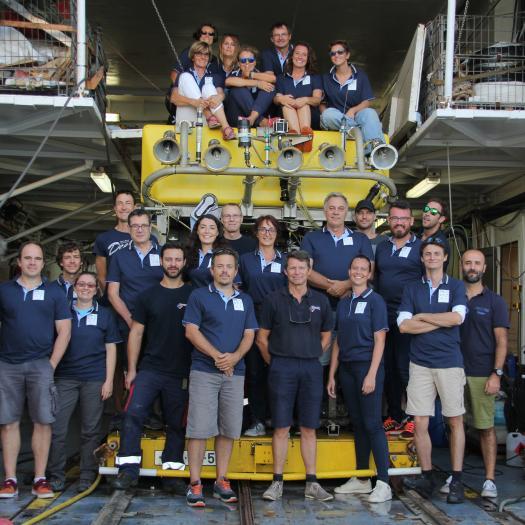 L'équipe scientifique avec VICTOR (ROV) et ses opérateurs © Attilio Castellucci