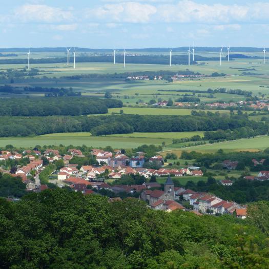 Paysage et éoliennes © Chloé Thierry