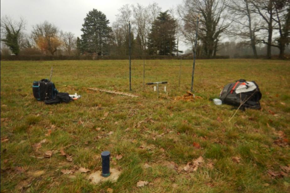 Test d'un protocole visant à évaluer la faisabilité d'outils rapides pour qualifier l'engorgement en zones humides dans une prairie mésique de l'Ain © G. Gayet